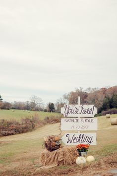 Welcome your guests with a DIY wedding sign. #weddingsigns #farmwedding #weddingchicks Captured By: Alea Moore Photography ---> http://www.weddingchicks.com/2014/04/29/family-farmhouse-wedding-retreat/