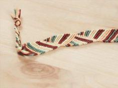 Tutoriale DIY: Cómo hacer una pulsera con hilos vía DaWanda.com