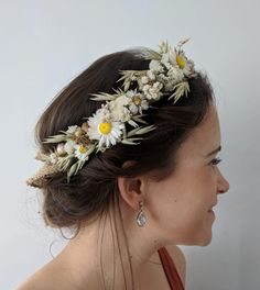 Leave the DIYing to the pros, we've rounded up the 15 most beautiful dried flower crowns on Etsy for every wedding color palette. Daisy Crown, Flower Crown Bride, Flower Tiara, Flower Crown Hairstyle, Crown Hairstyles, Wedding Hairstyles, Flower Crowns, Flower Crown Outfit, Simple Flower Crown