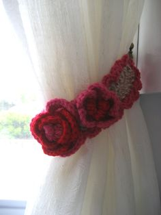 My sad, sad kitchen was in desperate need of some curtain tie-backs. This just happened to coincide with my mini-obsession of crocheting little flowers from crochet diagram patterns. SO, I thought …