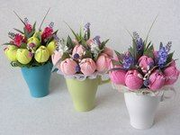 Букеты из конфет - Ассоциация свит-дизайнеров Paper Flowers Craft, Quilling Flowers, Crepe Paper Flowers, Paper Roses, Flower Crafts, Diy Flowers, Flower Decorations, Handmade Crafts, Diy And Crafts