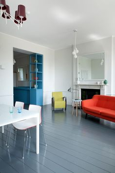 Apartamento en bristol, salón con mobiliario de diseño contemporáneo.