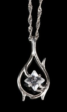Hobbit Tauriel's Pendant and Chain - Sterling Silver and Cubic Zirconia Oh my god I want this. Tauriel, Elven Princess, Elf Cosplay, Elvish, One Ring, Lotr, The Hobbit, Making Ideas, Jewelery