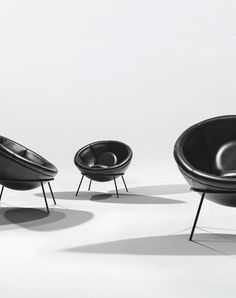 Lina Bo Bardi, the Bowl chair, 1951. Steel and leather. Re-production by Arpel. / Soperlage