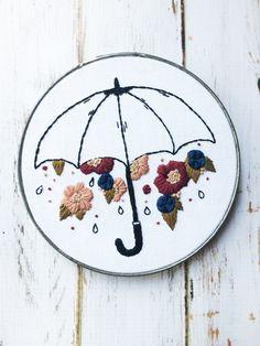 Il pleut des fleurs à la main broderie art hoop par ThreadTheWick