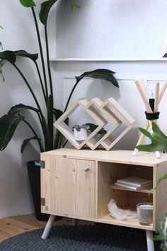 白木に注目!人気急上昇な北欧テイストを取り入れた簡単棚をDIY!