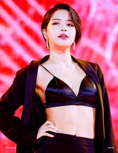 she's that bitch and she knows it South Korean Girls, Korean Girl Groups, Divas, Mamamoo Kpop, Solar Mamamoo, Poses, Korean Artist, Girl Bands, Girl Dancing