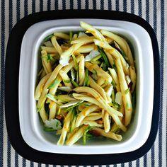 Pasta fredda con zucchine, limone e pecorino - Scuola di cucina | Donna Moderna