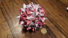 Nikisgarage: Flettede stjernestrimmelstjerner Origami Paper, Banker, Christmas Tree, Floral, Flowers, Napkins, Creative, Teal Christmas Tree, Towels