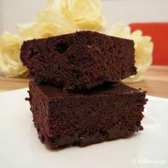 Cevizli Unsuz Islak Kek - flourless sugar free brownie  Bir süredir Badenin Şekeri bloğunu takip ediyorum. Kızı Bade'ye konulan diyabet teşhisi sonrasında ürettiği unsuz, şekersiz, tahılsız alternatif tarifler ile sağlık sorunları...