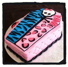 Monster High coffin cake for Teagan turning 8. (08/09/2014)