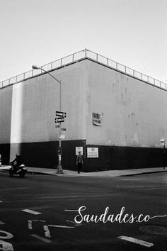"""For rent"", Brooklyn, 2011 • foto de Daniela Picoral disponível para venda hello@saudades.co • Limited edition fine art prints curated for the interior design market."