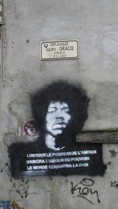 street art lorsque le pouvoir de l'amour vaincra l'amour du pouvoir le monde connaitra la paix (Citation de Jimmy Hendrix)