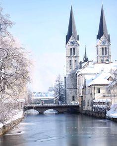 Almost frozen Rinža river in town of Kočevje, Slovenia. ⛪❄