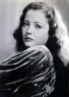 Golden Age Of Hollywood, Hollywood Stars, Classic Hollywood, Old Hollywood, Hollywood Icons, Hollywood Glamour, Sylvia Sidney, Crime Film, Famous Photos