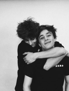 It's so goddamn cute that they got so close in real life. I mean look at those faces🥺💞💖 Cute Gay Couples, Cute Couples Goals, Couple Goals, Gay Aesthetic, Couple Aesthetic, Gay Mignon, Skam Isak, Tumblr Gay, Isak & Even