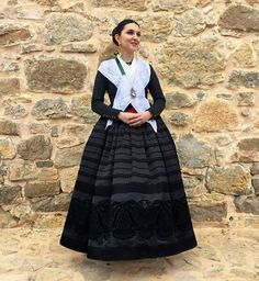 Indumentaria aragonesa. Folk Costume, Costumes, Spanish Costume, Gothic Gowns, Aragon, Traditional Dresses, Old Photos, Floral, Culture