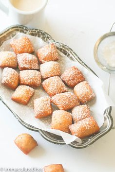 Soft Mini Mandzi – East African doughnuts made with grated coconut, spiced with cardamon, nutmeg, and fried to perfection. Beignets, Mandazi Recipe, Snack Recipes, Dessert Recipes, Desserts, Bread Recipes, African Dessert, Nigerian Food, Indian Sweets
