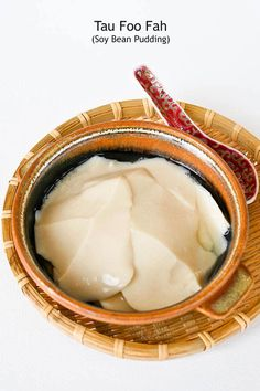Tau Foo Fah (Soy Bean Pudding) - delicious silken tofu dessert eaten with a clear sweet syrup infused with ginger or pandan. Agar -agar powder is used as the coagulant. I eat this every week! Asian Snacks, Asian Desserts, Sweet Desserts, Dessert Recipes, Chinese Desserts, Malaysian Dessert, Malaysian Food, Malaysian Recipes, Tofu Recipes