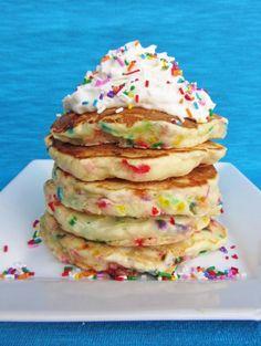 Confetti Pancakes, YUM for Birthday Breakfast Cake Batter Pancakes, Birthday Cake Pancakes, Birthday Breakfast, Birthday Morning, Pancakes Kids, Birthday Menu, Birthday Treats, Happy Birthday, Card Birthday