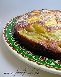 """""""Apfelkuchen ess ich nicht."""" verkündete mein Mann, ansonsten Kuchenmonster erster Güte, schon vor Jahren kategorisch. Und nachdem ich den Apfelkuchen meiner Schwiegermutter probiert hat…"""