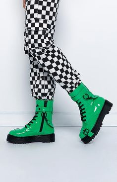 Mid Calf Boots, Ladies that you can find in greater choice of patterns. Style Converse, Converse Outfits, Edgy Outfits, Grunge Outfits, Cool Outfits, Fashion Outfits, Looks Style, My Style, Combat Boots