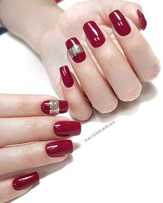 When we say nail polish, the first thing that comes to mind is Red and dark red. Dark red and red colored nail polish samples that we have been offering you. Gel Nail Art Designs, Elegant Nail Designs, Gorgeous Nails, Pretty Nails, Nail Manicure, Nail Polish, Christmas Gel Nails, Gel Nagel Design, Bridal Nail Art