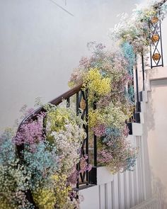 To lead guests down to the dinner and dancing we created the party stairs! Clouds of rainbow gypsophila cascaded down the prestigious… Wedding Staircase, Grand Staircase, Stairs, Creative Flower Arrangements, Floral Arrangements, Wedding Flower Inspiration, Wedding Flowers, Deco Floral, Floral Design