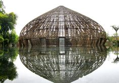 There have something about letting such a cool structure be apparent / Wind and Water Bar by Vo Trong Nghia