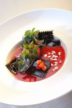 No idea how to make that, but the look reminds me of macaroni and tomato juice. Ravioli, Chefs, Food Tasting, Weird Food, Best Appetizers, Molecular Gastronomy, Kakao, Creative Food, Food Presentation