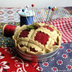 Risultati immagini per Betz White Canning Jar Lids, Mason Jar Lids, Jar Lid Crafts, Felt Crafts, Diy Crafts, Fabric Crafts, Embroidery Tools, American Pie, Needle Book