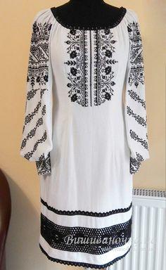 Жіноче плаття з вишивкою 3045