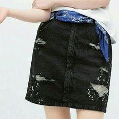 ($25 today thru offer buttoZara high waisted skirt Brand new. Super cute! Zara Skirts