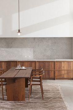Materialerne smelter sammen i denne unikke lejlighed, skabt af de belgiske arkitekter, Hans Verstuyft Architects. Se de smukke billeder af penthouselejligheden her.