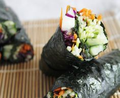 Unbelievably Raw Vegan Nori Wraps with Spicy Dipping Sauce - red cabbage, carrot, zucchini, cucumber, kale leaves, avocado, nori sheets and/or rice paper sheets, sauce (tahini, chili powder, miso, dates [would omit], lemon juice, garlic clove, water) Whole Foods, Whole Food Recipes, Cooking Recipes, Freezer Recipes, Freezer Cooking, Drink Recipes, Cooking Tips, Raw Vegan Recipes, Vegetarian Recipes