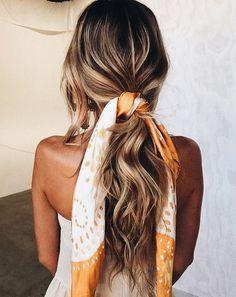 Haaraccessoires, we like! #sjaaltje #hair #hairstyle #summervibes #scarf #johnbeerens