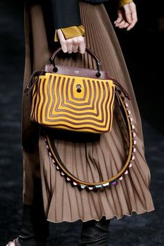 See detail photos for Fendi Fall 2016 Ready-to-Wear collection.