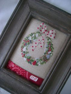 Cross stitching Christmas wreath Kreuzstich Weihnachten Kranz - so cute! Xmas Cross Stitch, Cross Stitch Love, Cross Stitch Designs, Cross Stitching, Cross Stitch Patterns, Christmas Sewing, Christmas Embroidery, Christmas Cross, Christmas Ideas
