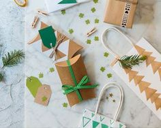 Réalisez des paquets cadeau personnalisés pour Noël! Faites le plein d'idées pour réaliser des emballages cadeau originaux, presque plus beaux que le cadeau lui-même, à l'aide de papier, ficelles et papier kraft.