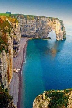 Tal día como hoy, hace 69 años, fue la Batalla de Normandía, si la visitas hoy en día encontrarás  los paisajes y ciudades que inspiraron a Monet,padre del impresionismo. Catedrales, acantilados, puertos, playas... no te lo pierdas en http://www.reservalis.com/trenes/baja_normandia/