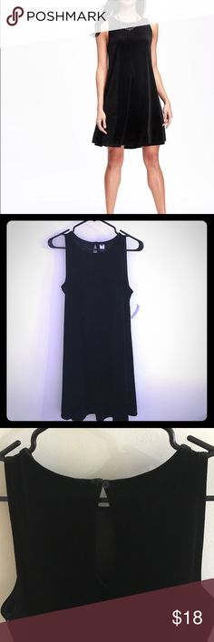"""Black velvet dress Flirty velvet dress. Comfy, flattering, and never been worn! Hits above the knees on me (5'9"""") and has keyhole detail on the back. Perfect for a night out ✨ Old Navy Dresses Mini"""