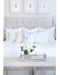 Soft And Clear White Master Bedroom Design Ideas Make The Room Elegant Looks - Dlingoo Master Bedroom Interior, Home Decor Bedroom, Bedroom Ideas, Bedroom Designs, Airy Bedroom, Bedroom Inspiration, Bedroom Furniture, White Bedrooms, Master Bedrooms