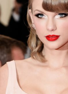TUTORIAL: Taylor Swift's Makeup at the 2014 Met Gala