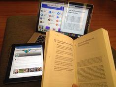 Blog: 'Waarom een boek werkt'. Eind april las ik een artikel over het bereiken van 'millennials'. Dus jonge mensen die geboren zijn tussen 1980 en het begin van deze eeuw. Uit het artikel bleek dat niet sociale media of mobiel de platformen zijn om de dialoog aan te gaan, maar dat het versturen van een e-mail een voorkeur heeft bij deze doelgroep voor één-op-één contact. Is er een vergelijking met het boek? (door Maarten Snel van Futuro Uitgevers) #maartensnel #futurouitgevers