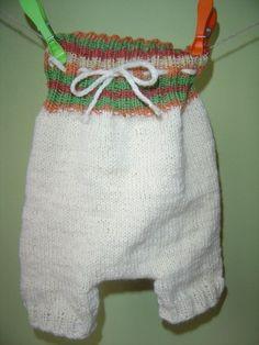 Pro nejmenší zadečky Vlňáčky pletené ze 100% merino vlny. Pro holčičky s aplikací na zadečku :-) Ráda upletu takovéto kalhotky pro Vaše miminko na základě zadaných rozměrů.