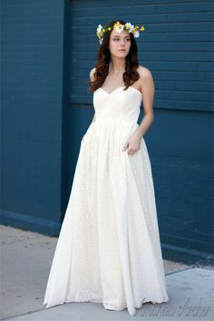 super ♥ this eyelt wedding gown by Amanda Archer and it is only $500!