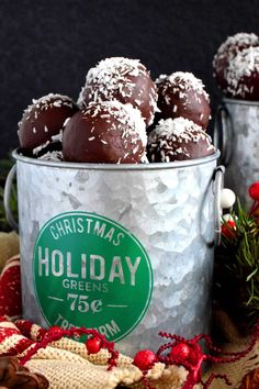 Chocolate Coconut Balls - December 14 2018 at - and Inspiration - Yummy Sweet Meals And Chocolates - Bakery Recipes Ideas - And Kitchen Motivation - Delicious Sweets - Comfort Foods - Fans Of Food Addiction - Decadent Lifestyle Choices Coconut Candy, Coconut Balls, Coconut Cookies, Xmas Food, Christmas Sweets, Christmas Baking, Christmas Candy, Christmas Recipes, Christmas Cookies