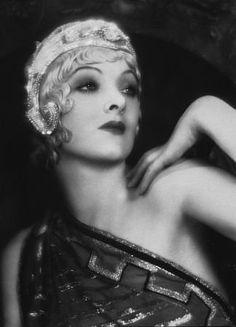"""Myrna Loy en """"La Novia del Regimiento"""" (Bride of the regiment), 1930 Old Hollywood Glamour, Vintage Hollywood, Hollywood Stars, Classic Hollywood, Myrna Loy, Louise Brooks, Silent Film, Vintage Beauty, Vintage Glam"""