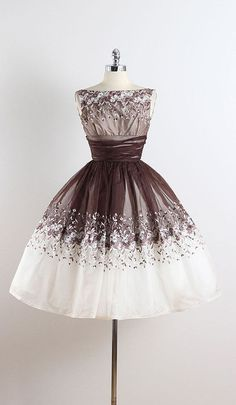 SUGAR & CREAM ➳ vintage 1950s dress * brown & white organza * acetate lining * gorgeous floral embroidery * metal back zipper * full skirt * ruched