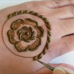 Beautiful mehndi design for back hand - Henna Ideen - Hand Henna Designs Khafif Mehndi Design, Indian Mehndi Designs, Henna Art Designs, Mehndi Designs 2018, Mehndi Designs For Beginners, Modern Mehndi Designs, Mehndi Design Photos, Wedding Mehndi Designs, Mehndi Designs For Fingers